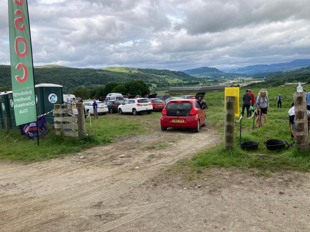 Craig a Barns - parking entrance
