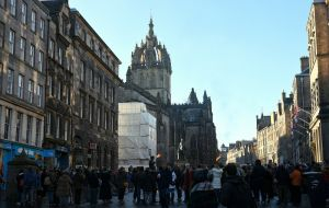 Crowds in the Royal Mile, Crawford Lindsay